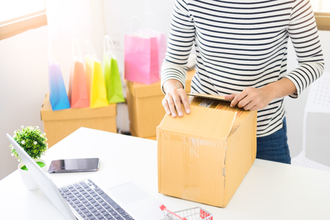 e-commerce delivery image